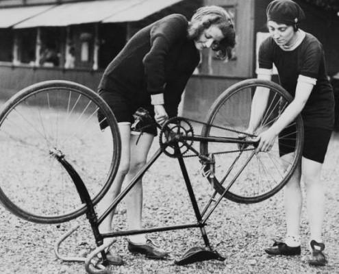 vintage_women_bike_mechanics
